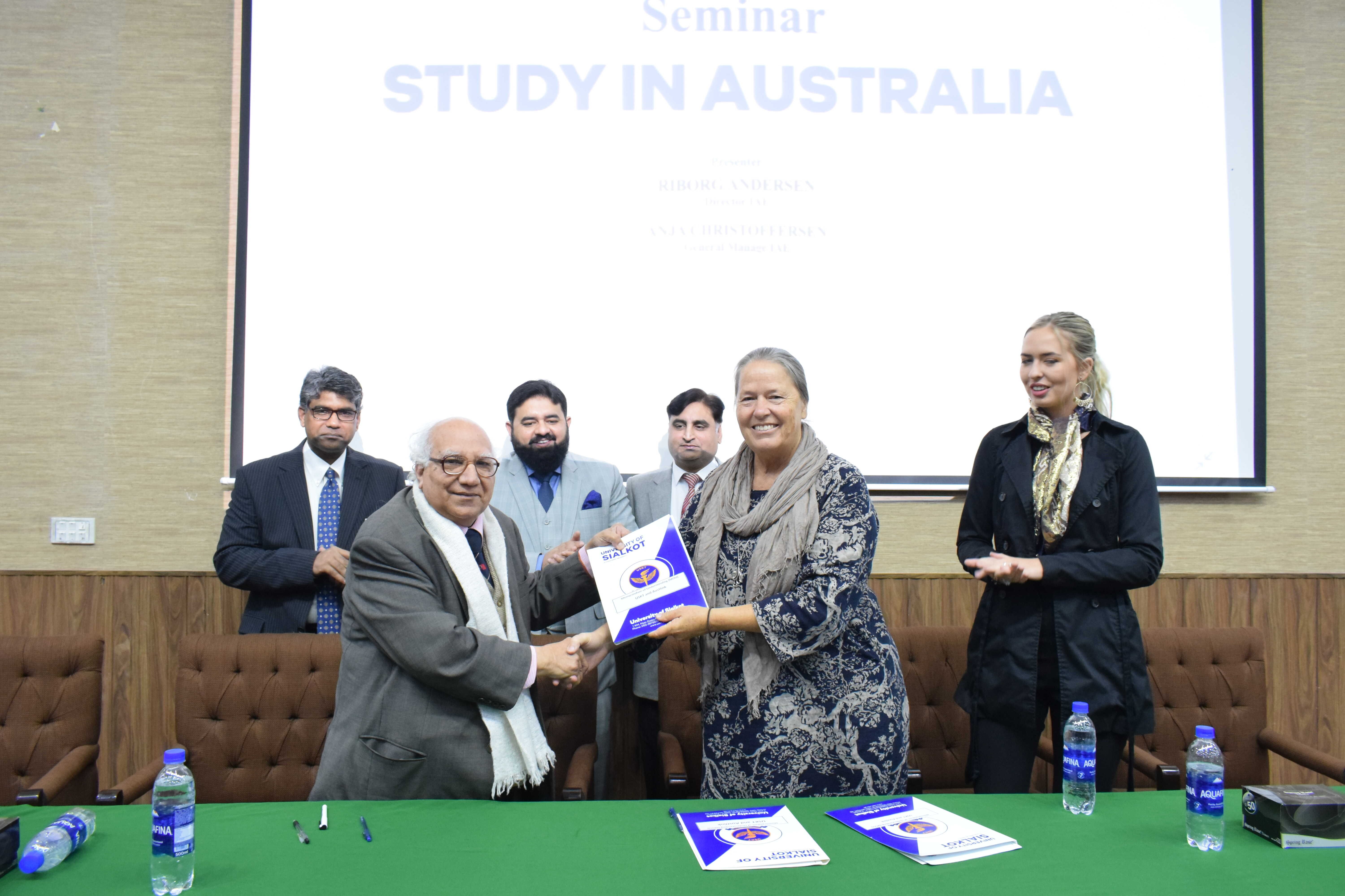 A MOU is signed between University of Sialkot and Austlink Consultant (Pvt) Ltd. Subsidiary of IAE Study in Australia Consultants Trading as Study in Australia, to highlight the role of Asutlink Awareness Sessions with students regarding international education opportunities.