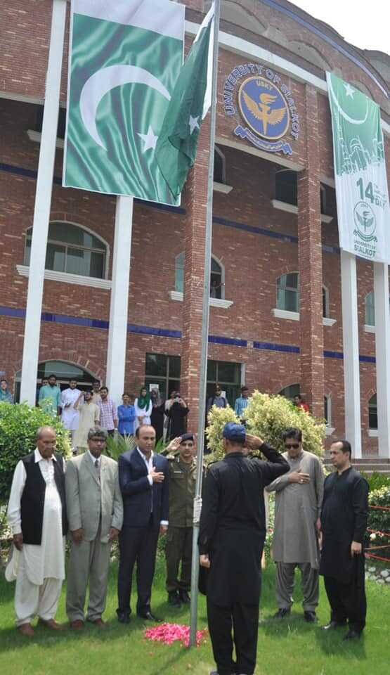 A flag hosting ceremony held at University of Sialkot to commemorate 71st Independence day of Pakistan 🇵🇰. DPO Sialkot Abdul Ghaffar Qaisrani was the chief guest of ceremony.